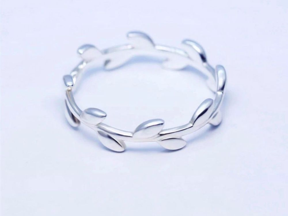 Closed Leaf Band Ring