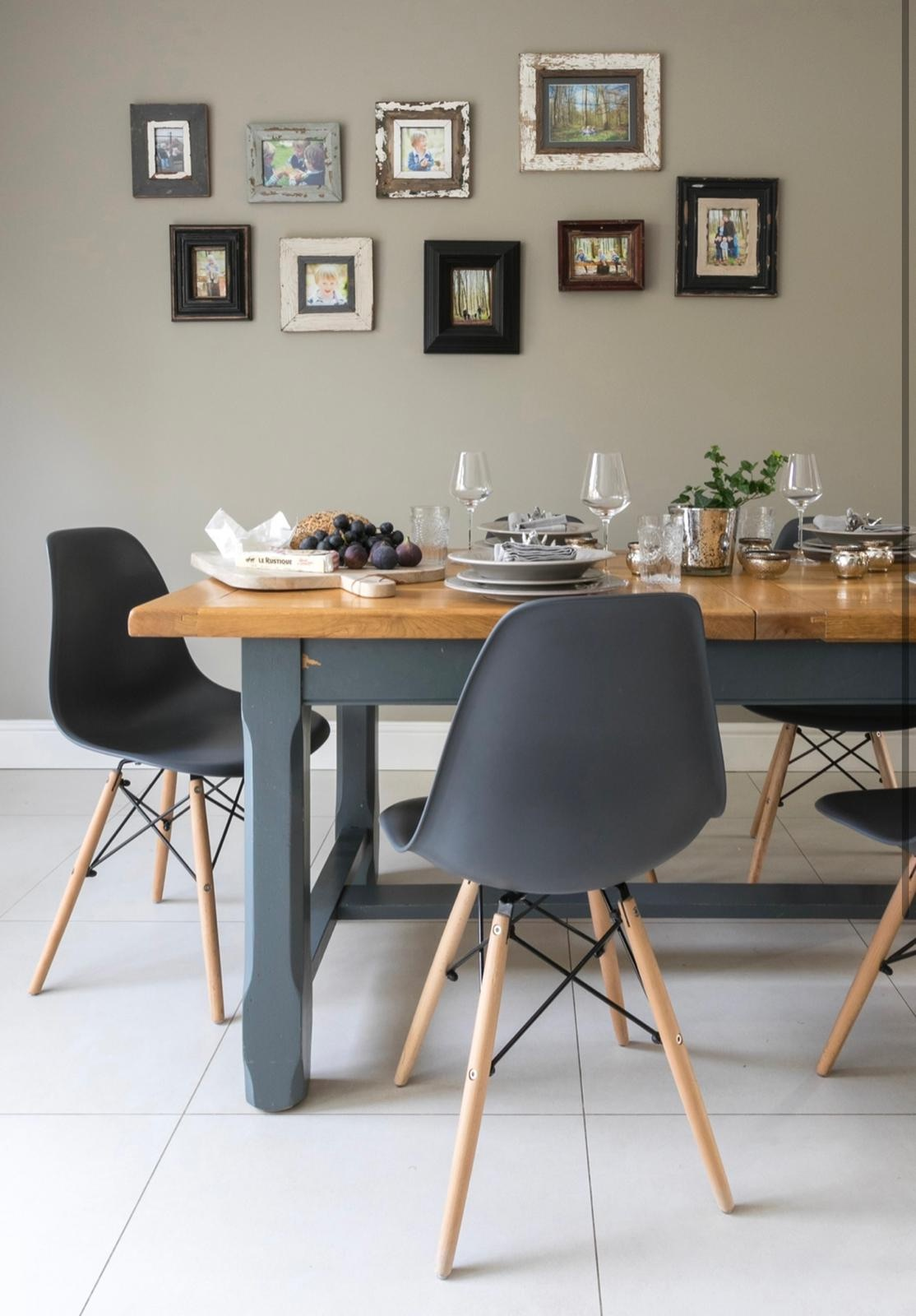 table scaping,simple interior designs,dining room design,gallery wall,