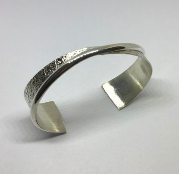 Beautiful Etched Silver Bracelet. Male or female. Item ECT001