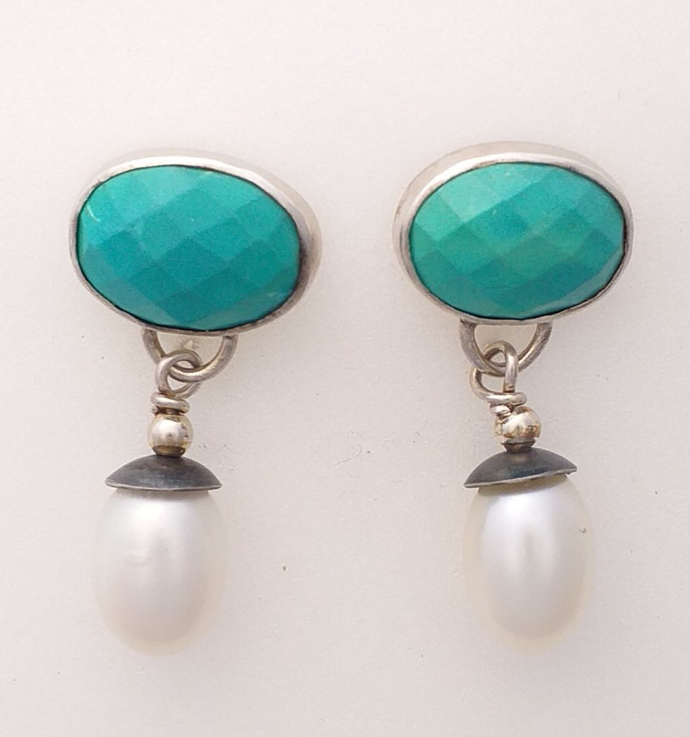 Silver and pearl Earring.  Item KG006