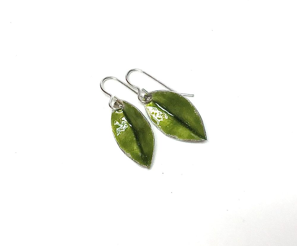 Small green leaves earrings.  Item ECT024