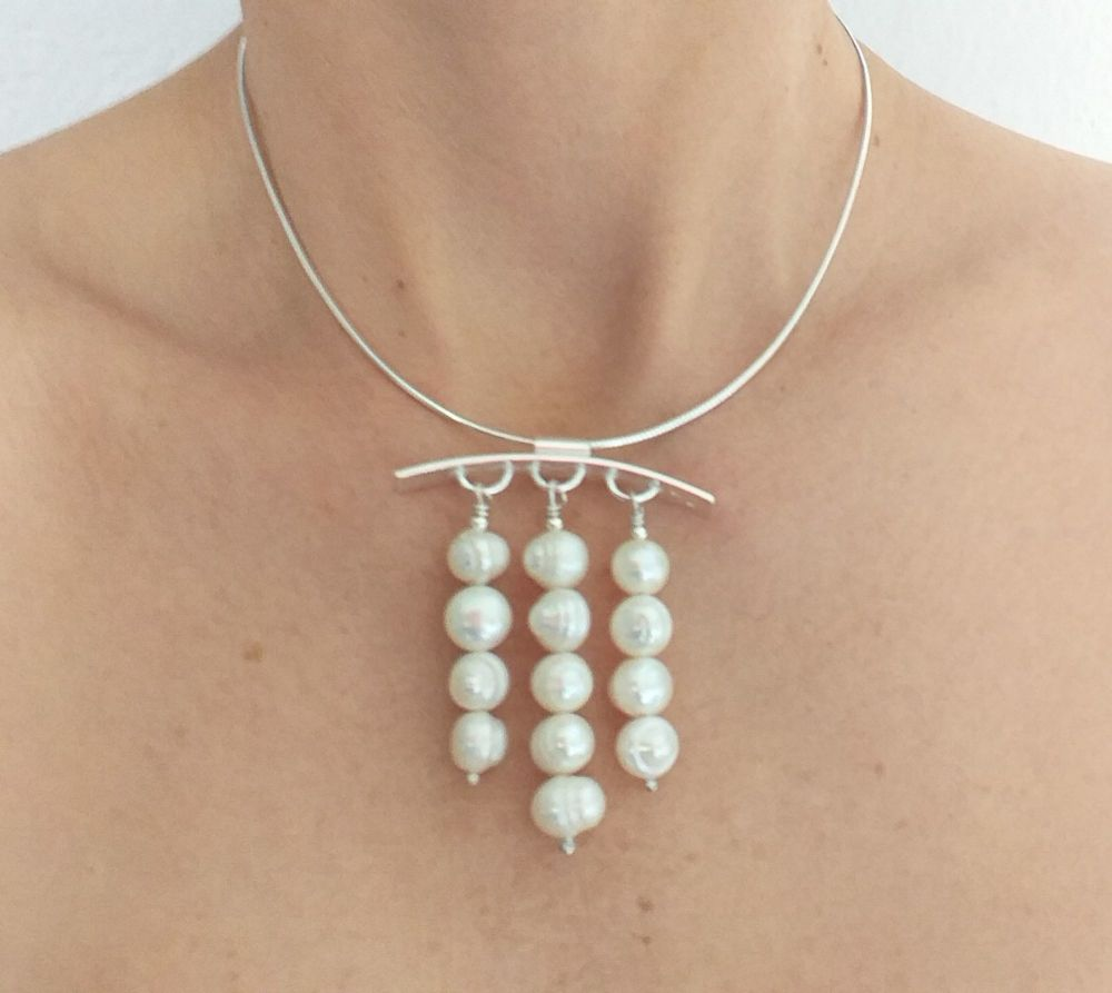Necklace in sterling silver with fresh water pearls.  Item KG011