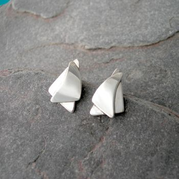 Silver Spinnaker Stud Earrings. Item EM67