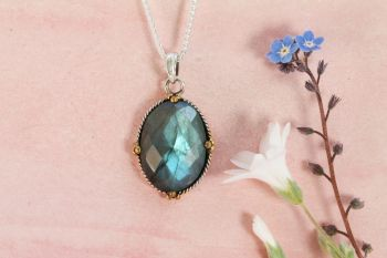 Labradorite and Silver Pendant. Item YZ012