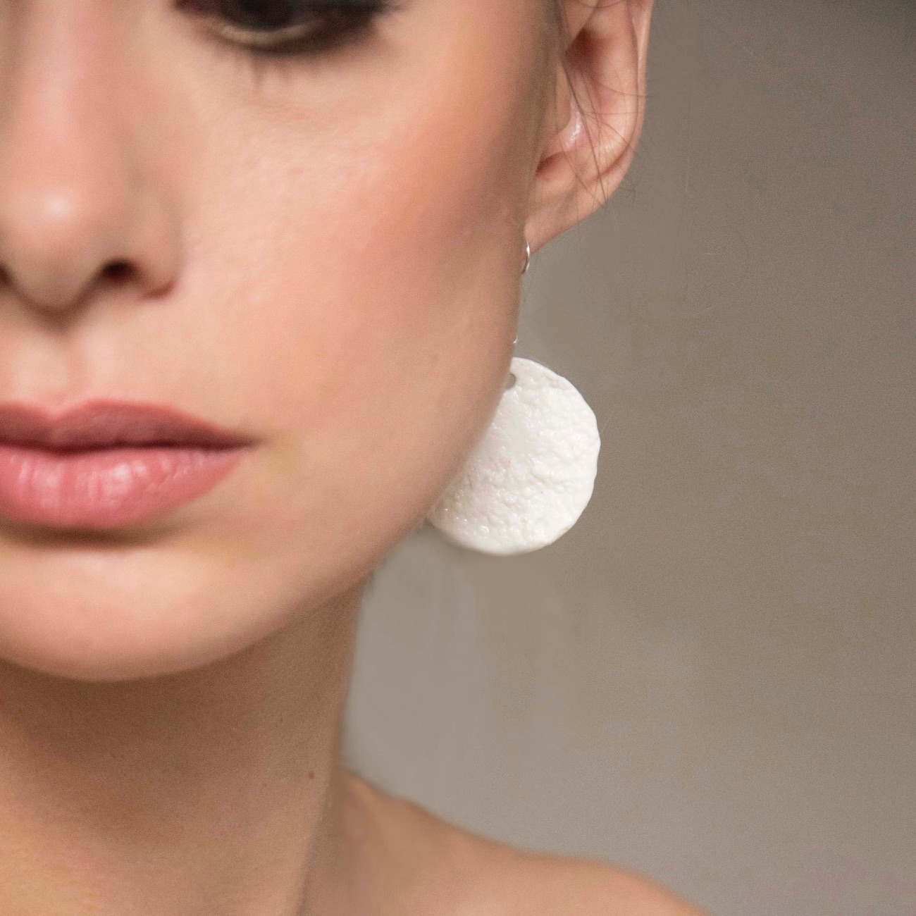 white circle earrings from porcelaine