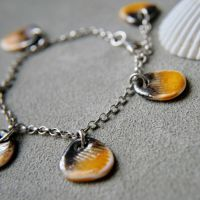 Charm bracelet - yellow shells