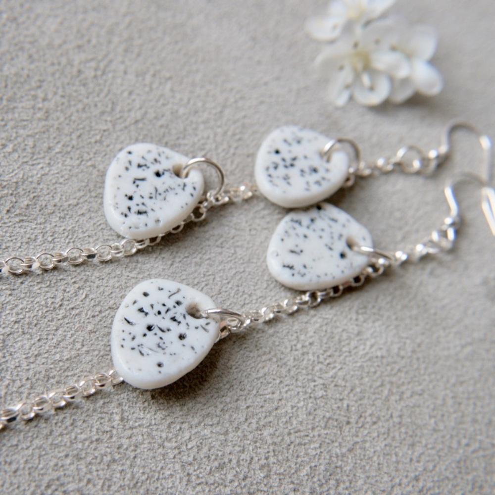 White discs dangle drop earrings