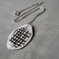 Checked porcelain necklace