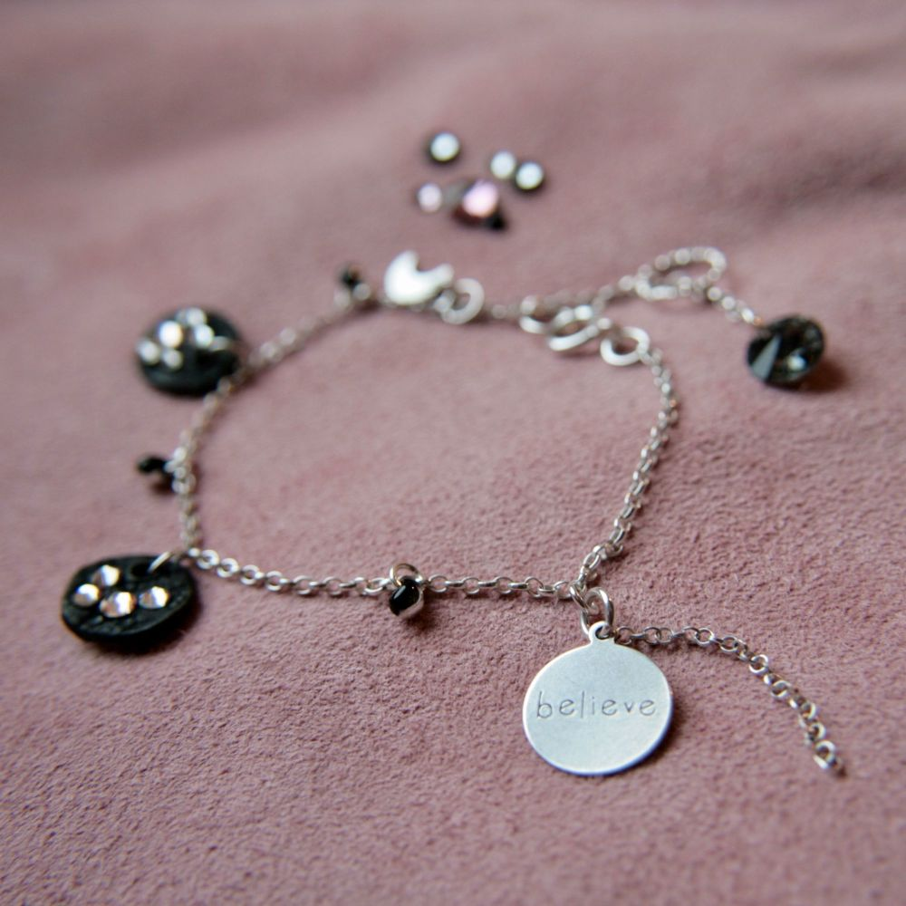 Sparkling  bracelet  with 'believe' charm.