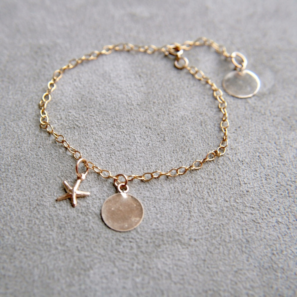 Gold bracelet with smooth discs & starfish