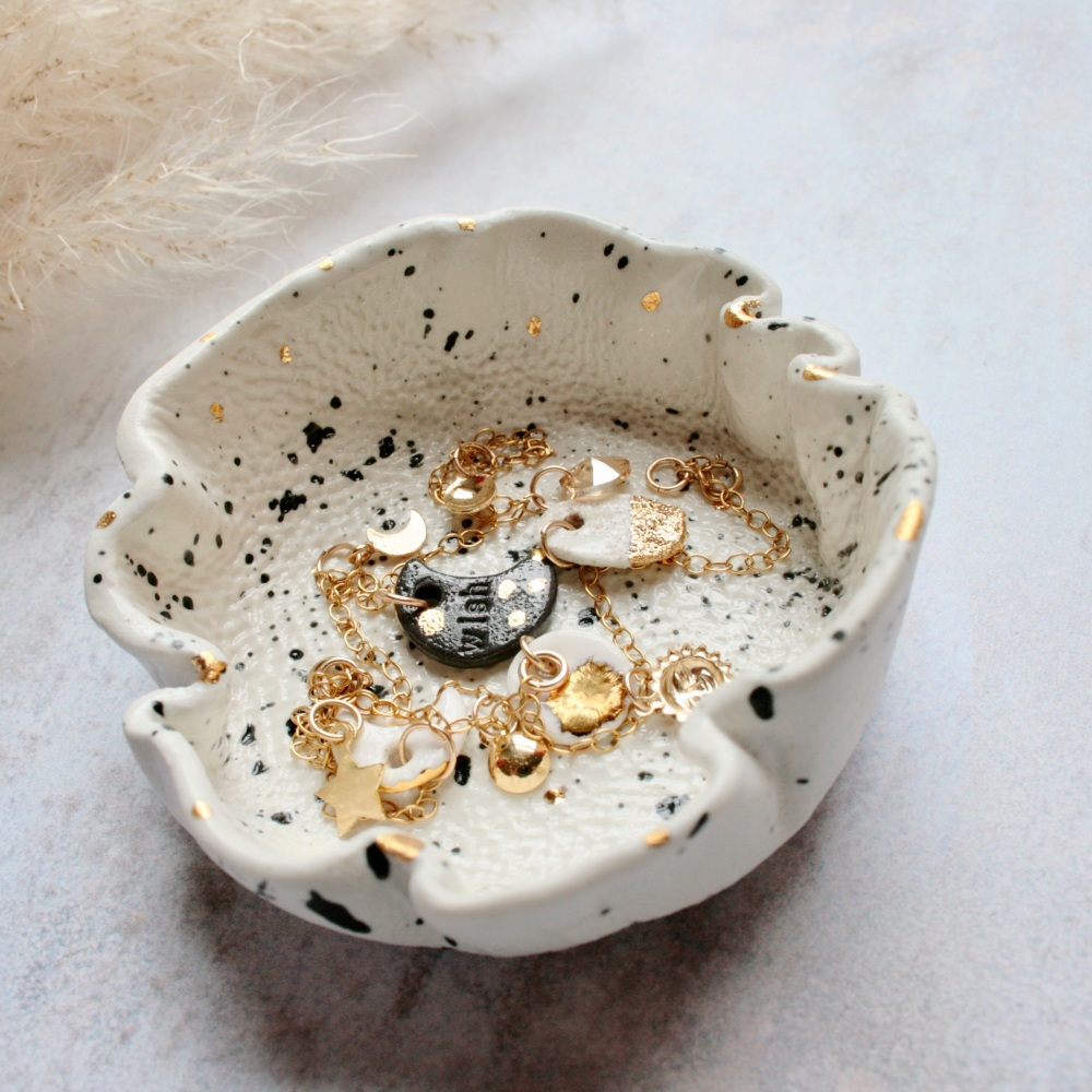 Speckled ceramic trinket dish, for your rings, earrings and delicate chains. Gold splashes.