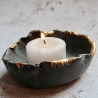 Black porcelain trinket dish with golden edges, for your jewellery or candles.
