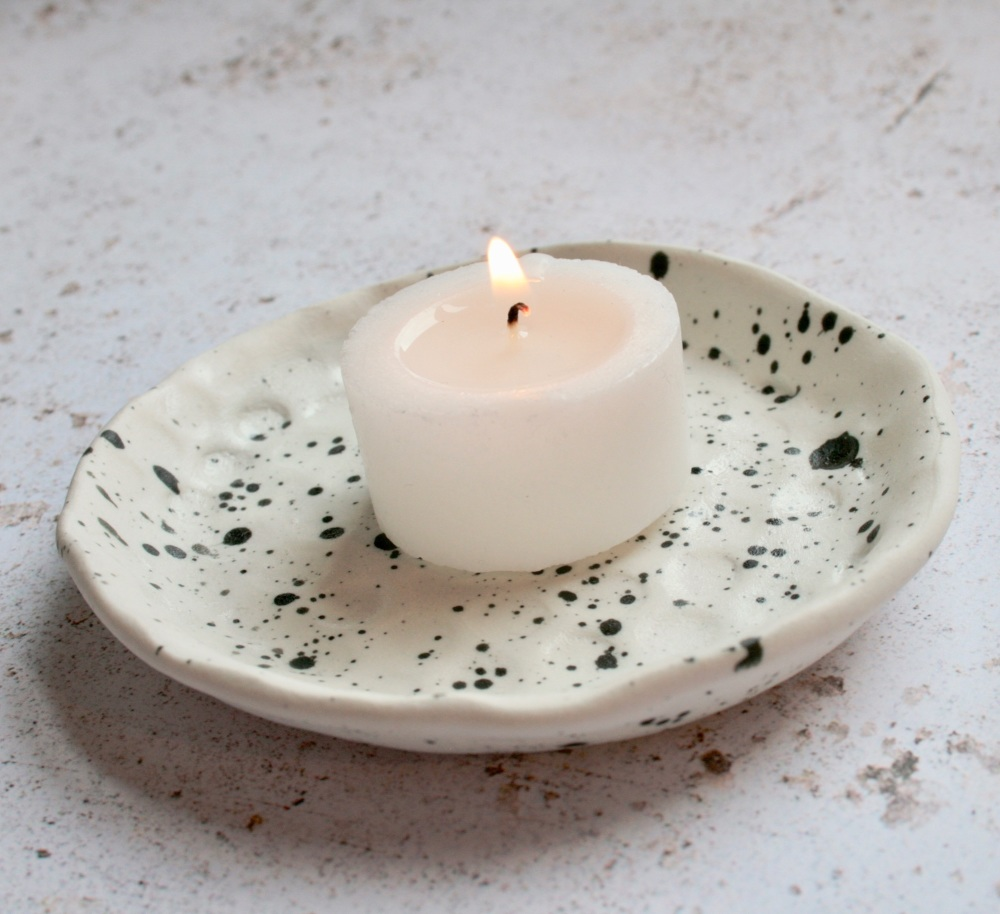 Speckled ceramic trinket dish, for your rings, earrings and delicate chains.