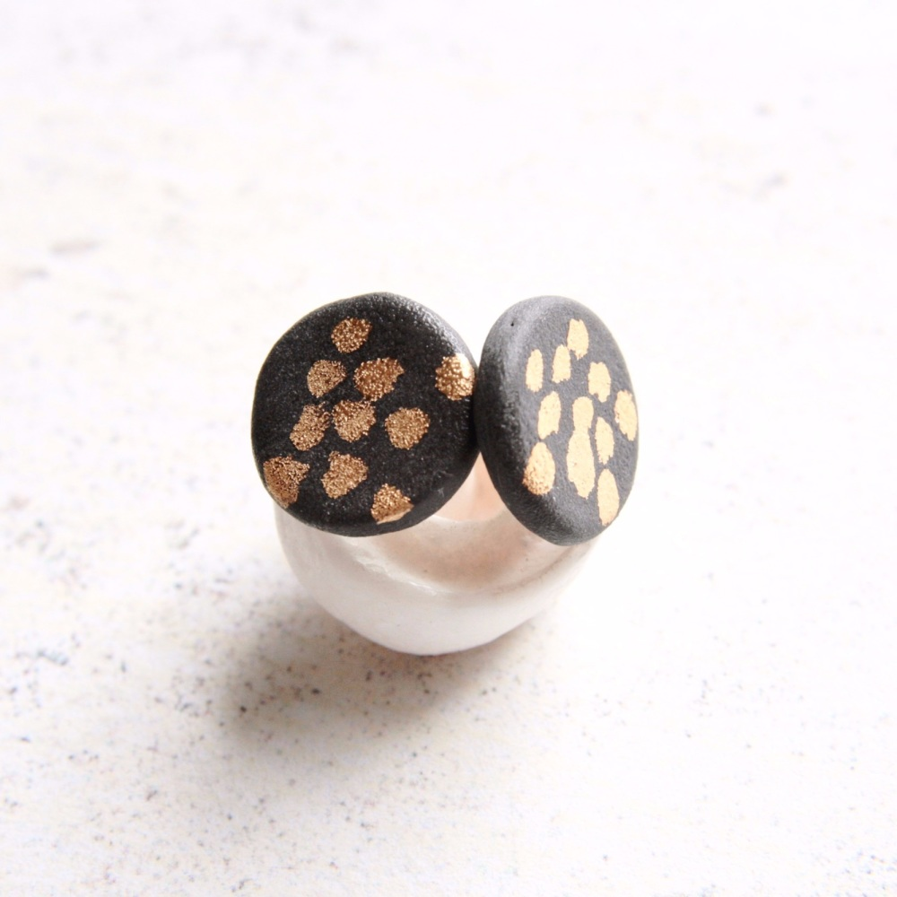 Stud earrings with gold dots 02