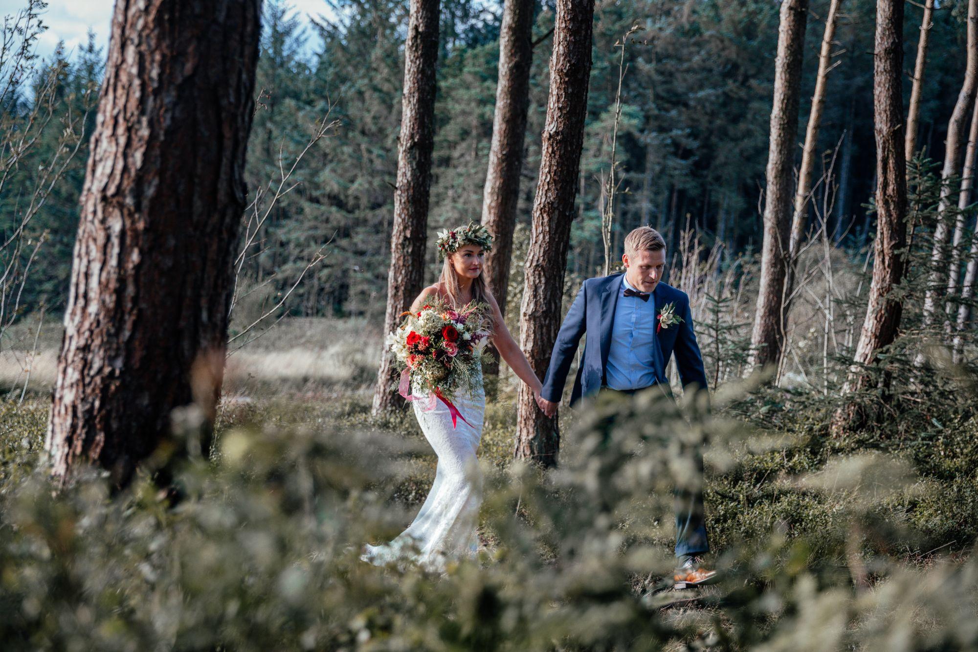 modern woodland wedding