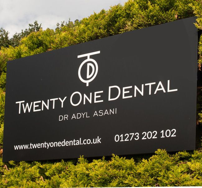 twenty one dental external sign