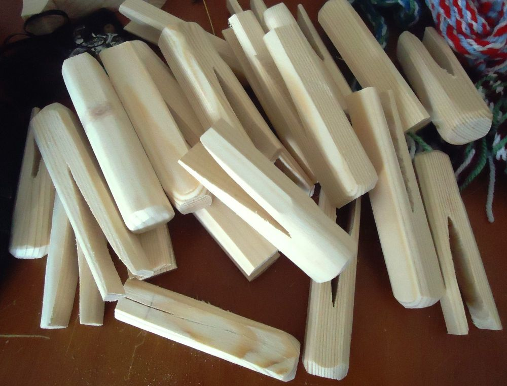 handmade ancient style wooden pegs for laundry washing prop x 5