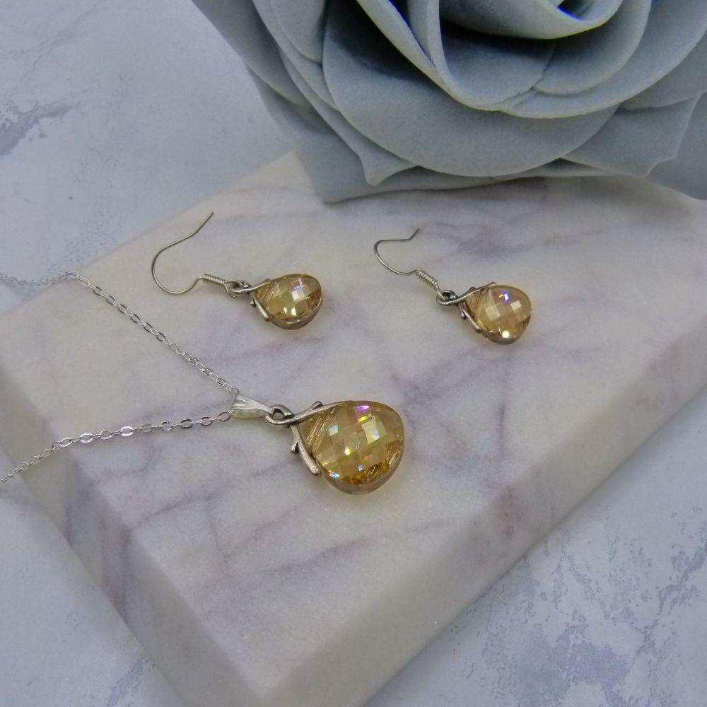Golden Crystal Jewellery Set (NEW)