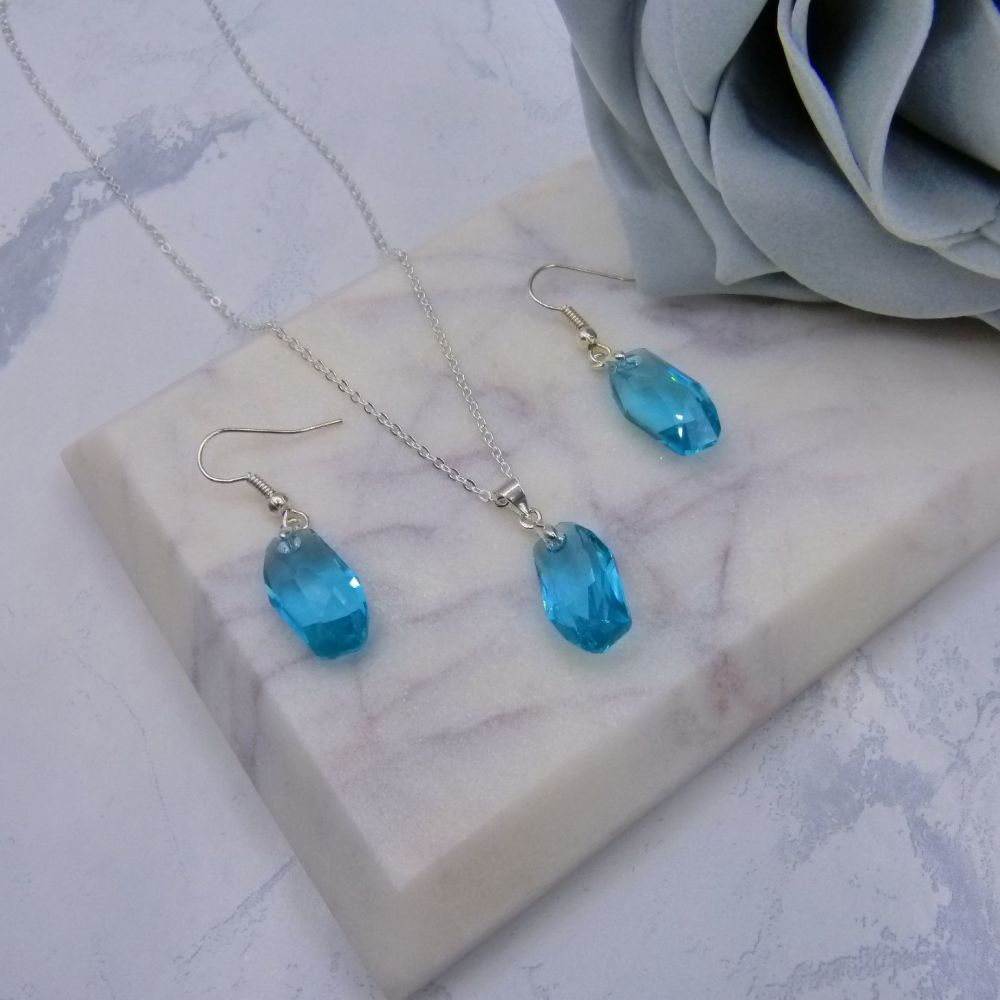 Light Turquoise Crystal Earrings & Pendant Set (NEW)