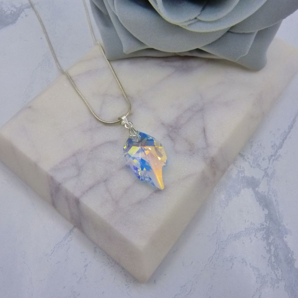 Leaf Pendant (NEW)