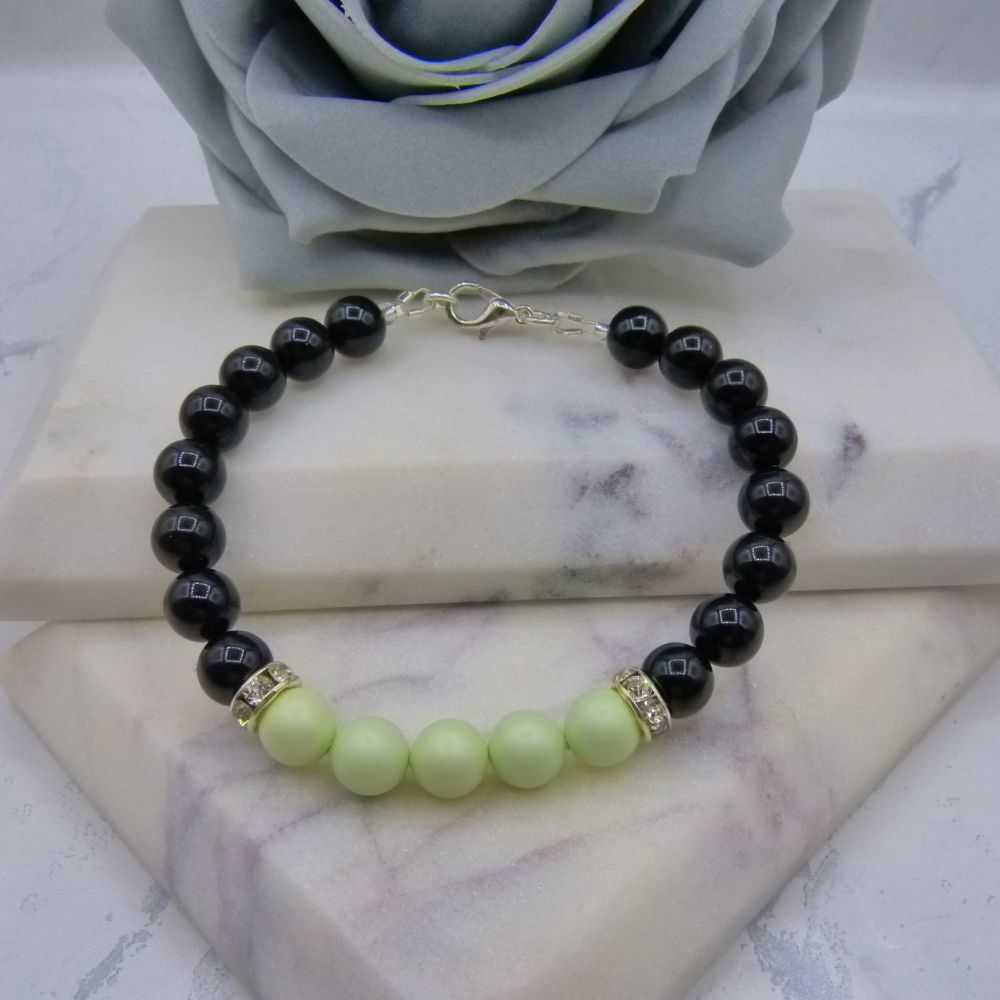 8mm Black Pearl Colour Block Bracelet - Pastel Green