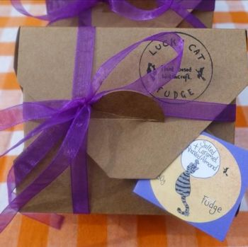 Fudge gift box 250g (VEGAN) - Salted caramel & roasted almond - Lucky Cat Co.