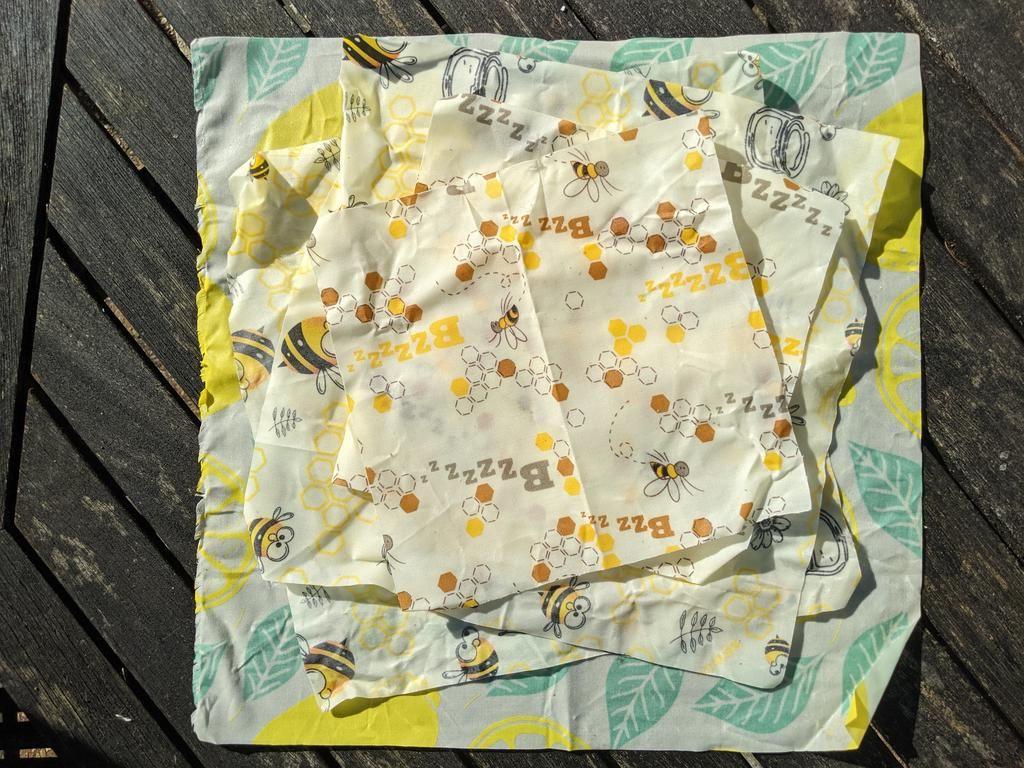 A light bees wax cloth, an alternative to clingfilm.
