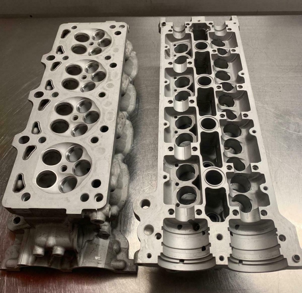 Ferrari 360 Cylinder Head Left Hand / LH / SX with Valve Cover for F131 3.6 V8 - 179306 / 176479