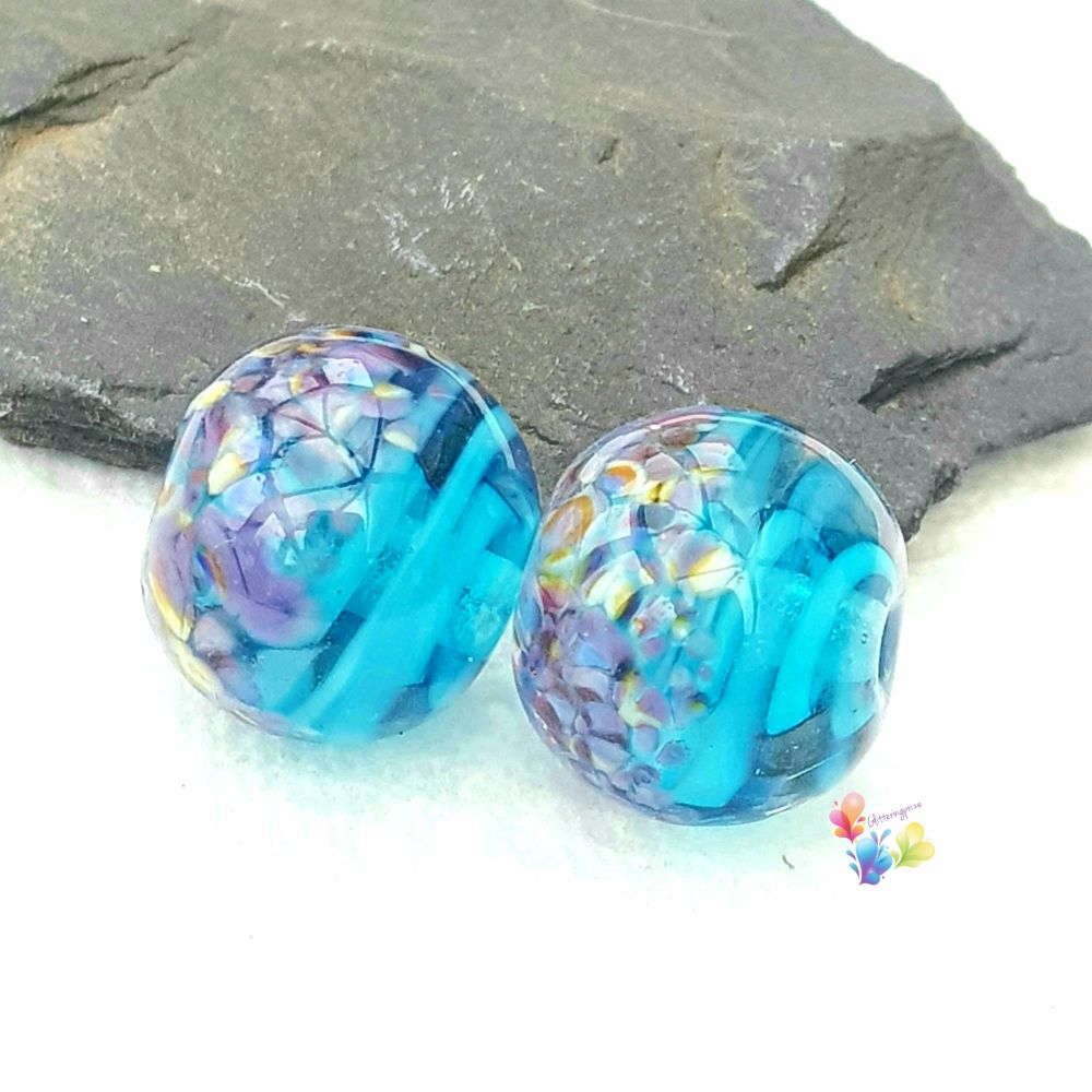 Tropical Blue Ribbon Round Glass Lampwork Beads