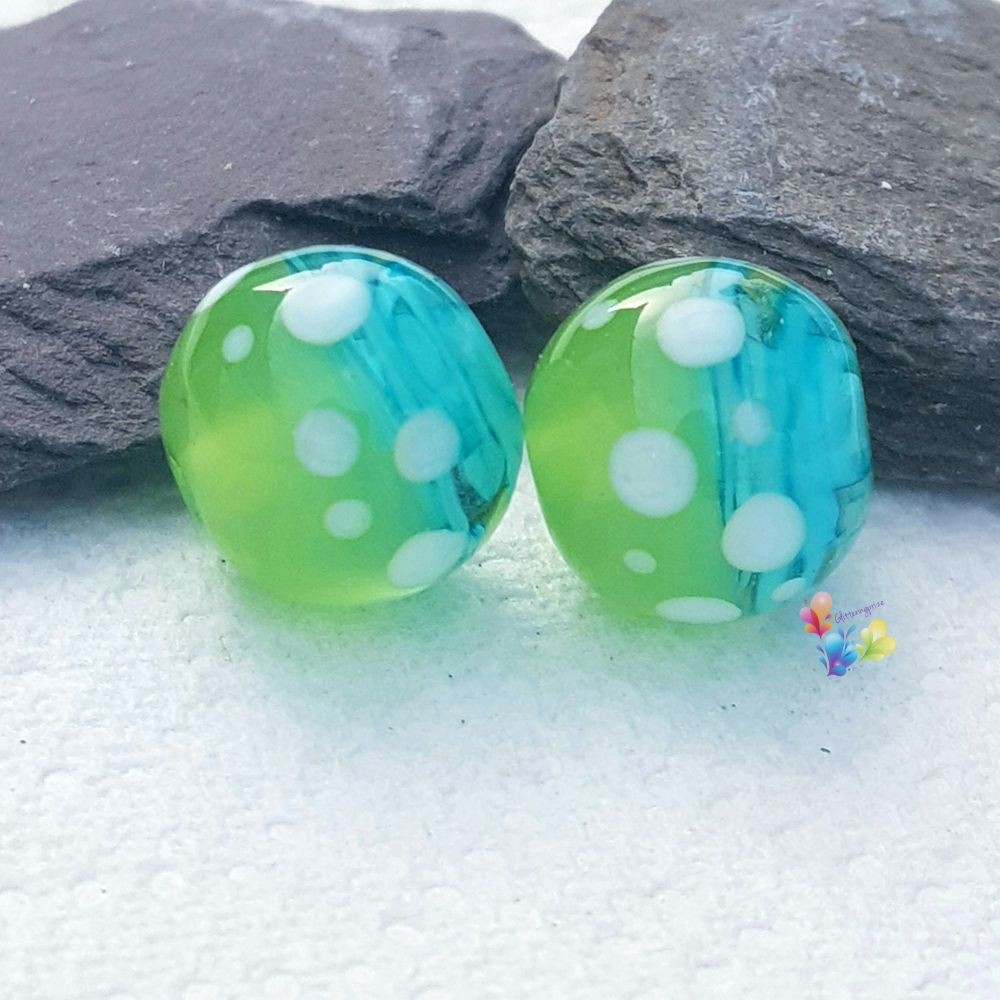 Turquoise Ribbon & Anole  Spot Round  Glass Lampwork Beads