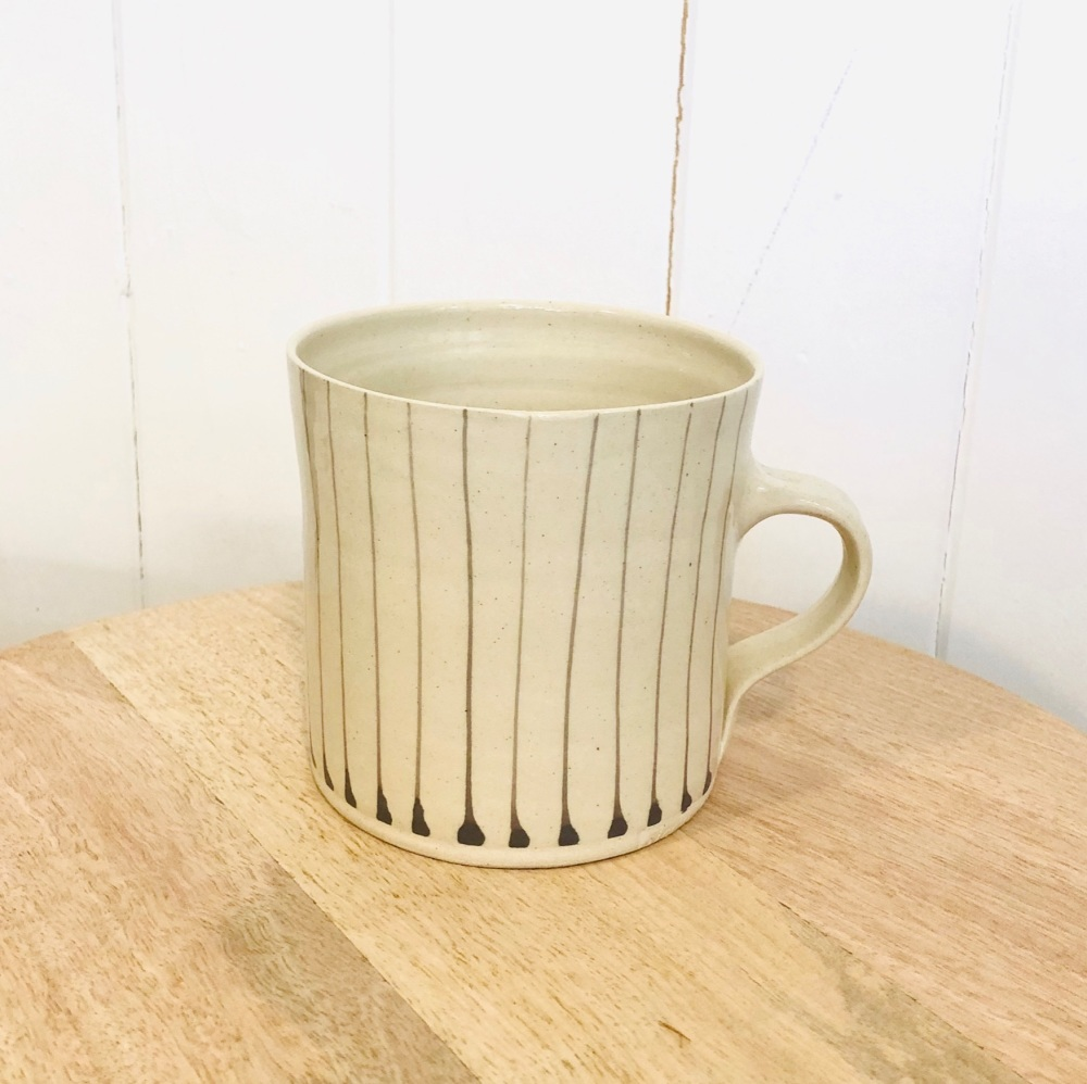 WW Mug Large Straight Lines Warm Grey