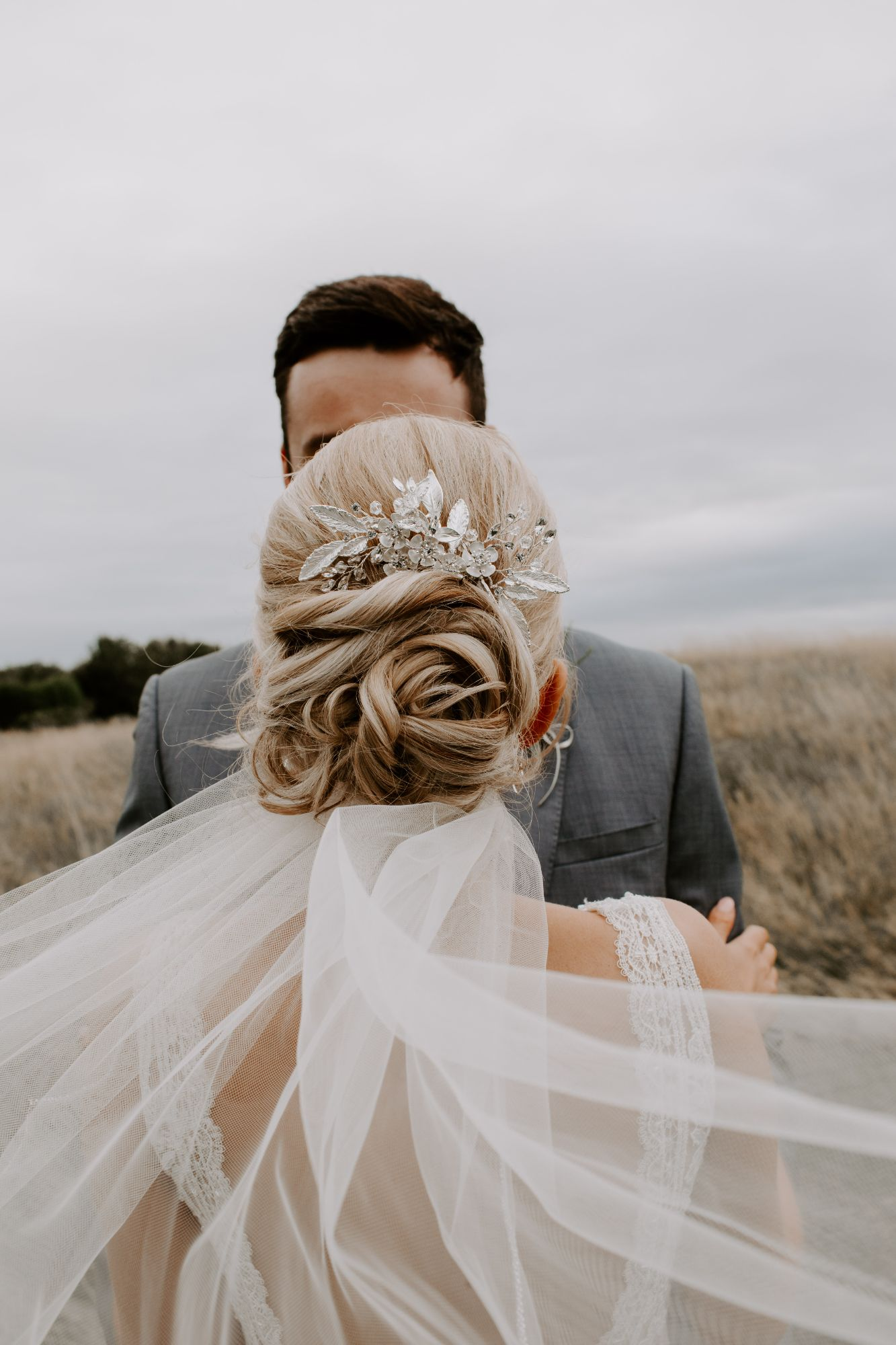 natural relaxed wedding photographer