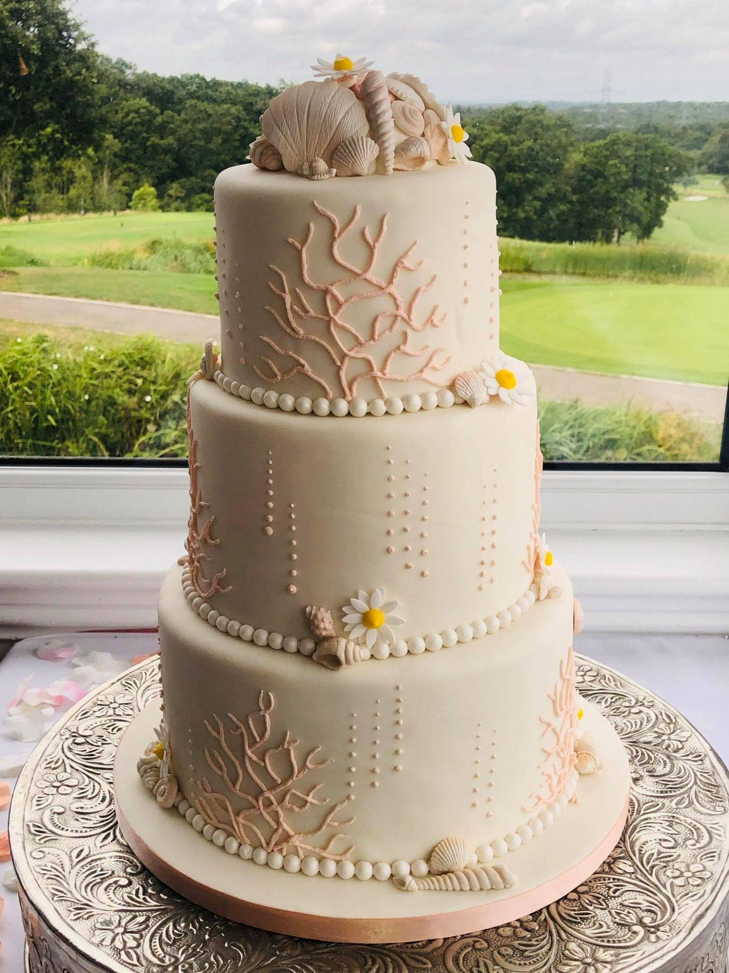 Coral and Seashells cake