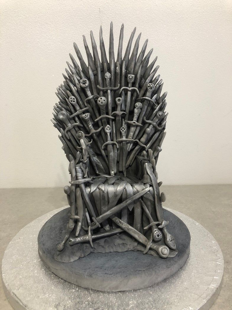 throne-for-top-of-birthday-cake