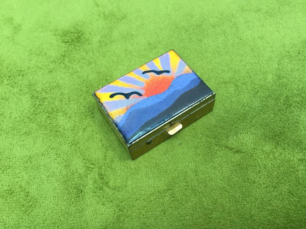 Enamel top pill box