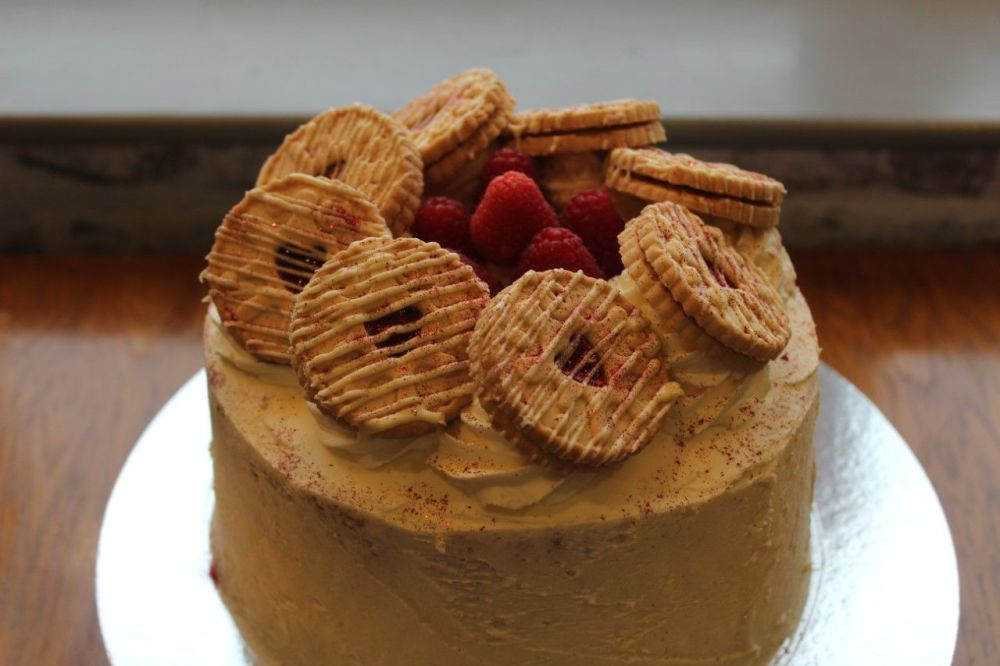 Jammie Dodger cake - Whole