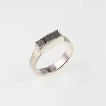 Rough diamond 3 cube ring