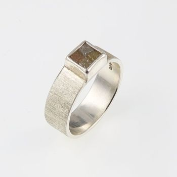 Rough diamond 4 cube ring