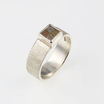 Rough diamond 4 cube ring