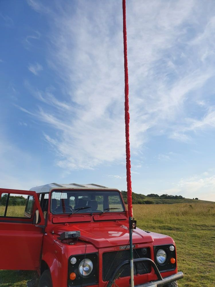 Sleeve antenna with mast