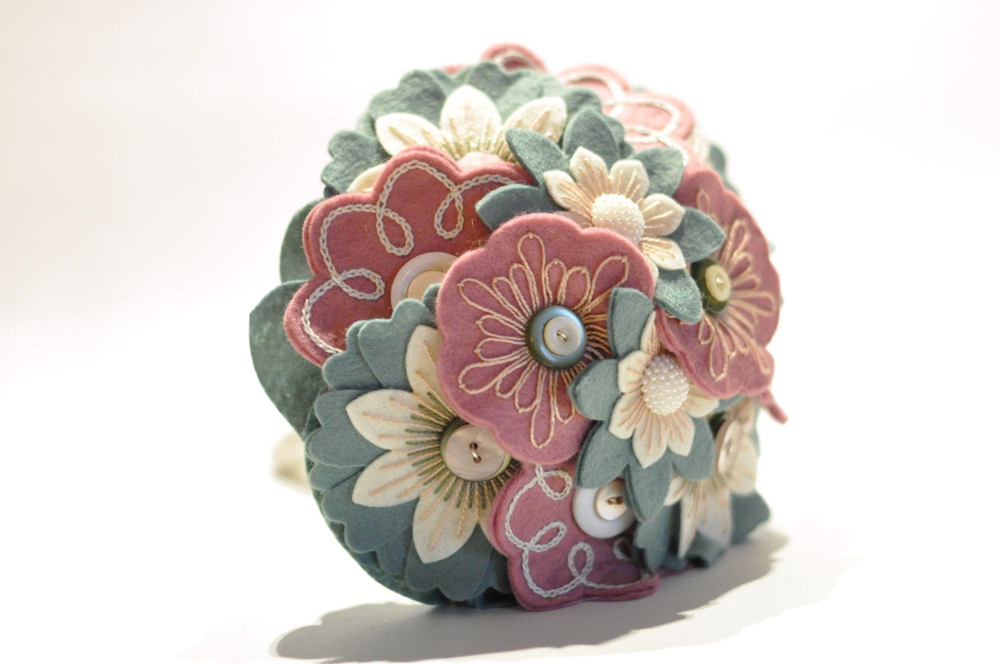 pink and green felt flower bouquet with vintage buttons.jpg