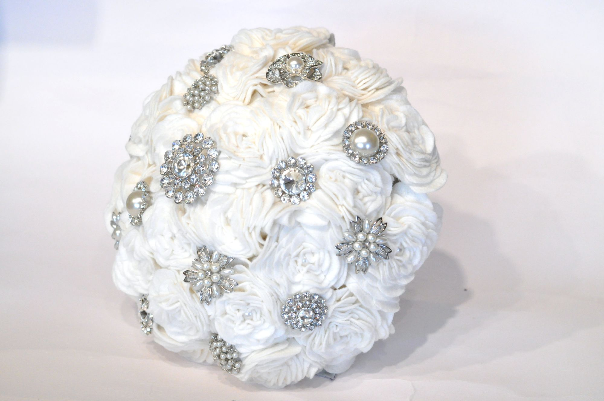 Brooch and felt bouquet (4).JPG