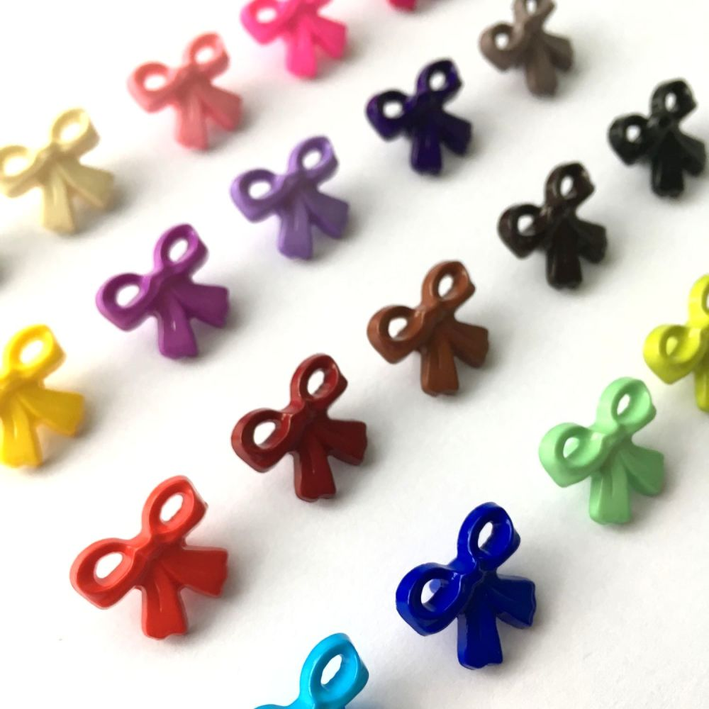 17mm Bow Shaped Novelty Shank Buttons