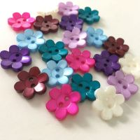 18mm Pearlescent Daisy Flower Buttons