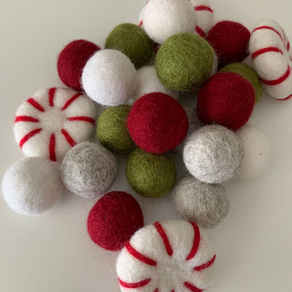 2.5cm Vintage Peppermint Christmas Wool Felt Balls Mix
