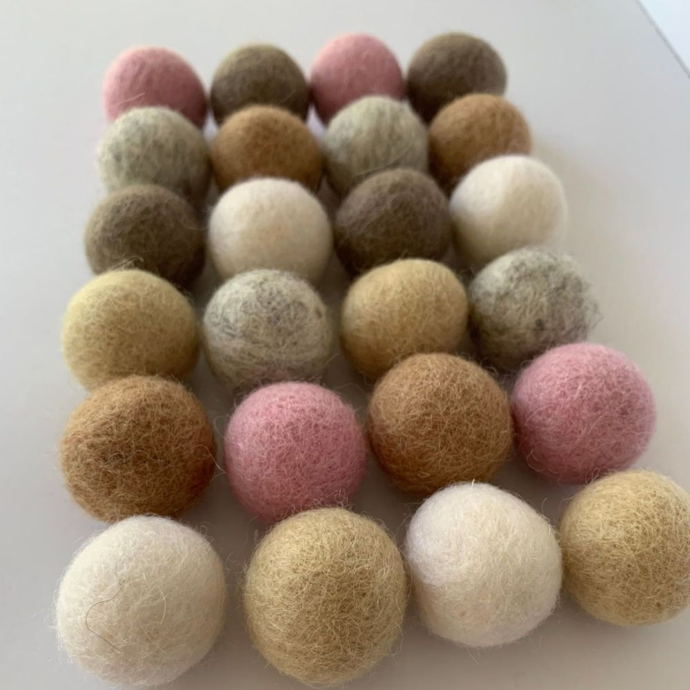 Pure Neutrals Wool Felt Balls Mix (24)