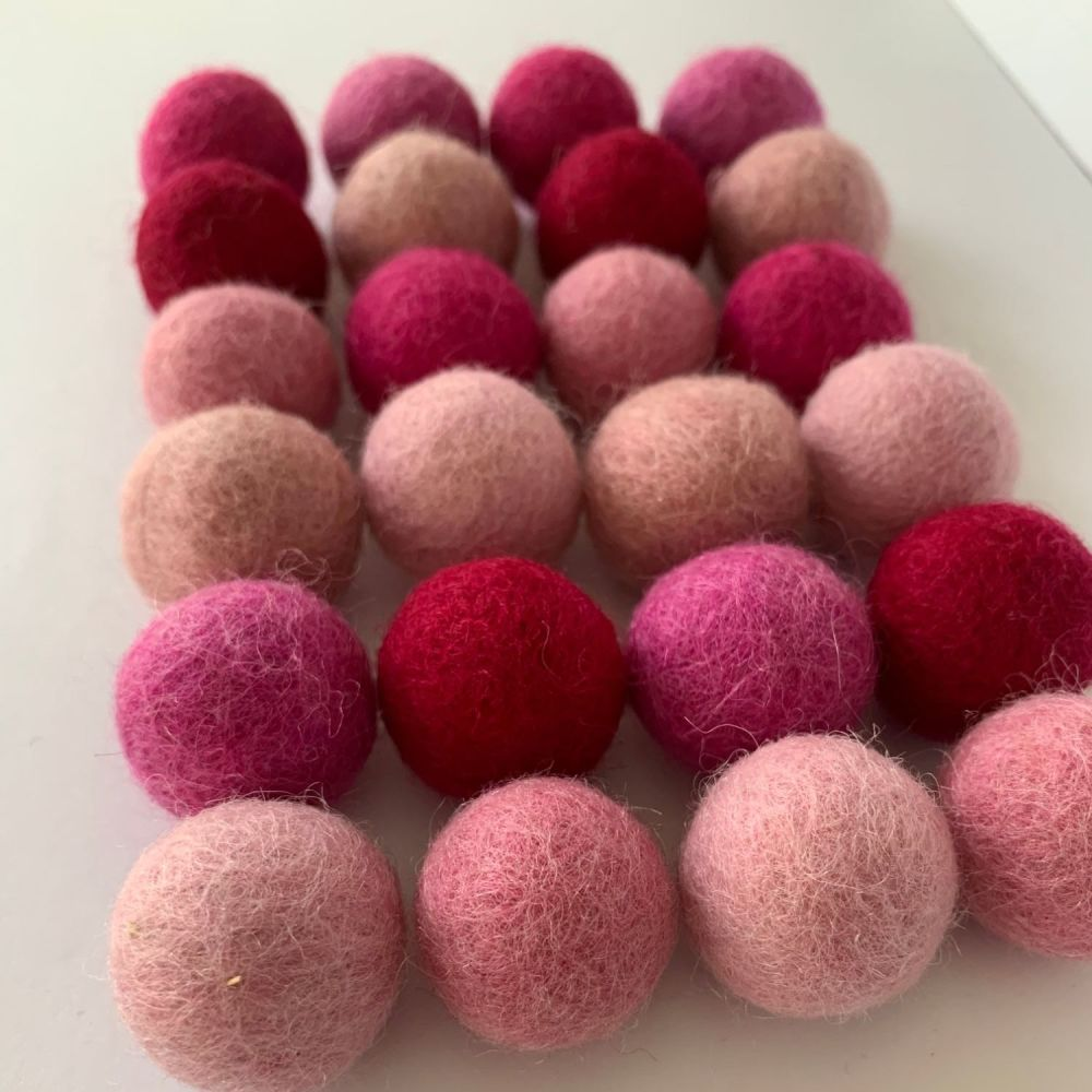 Pretty in Pink Wool Felt Balls Mix (24)