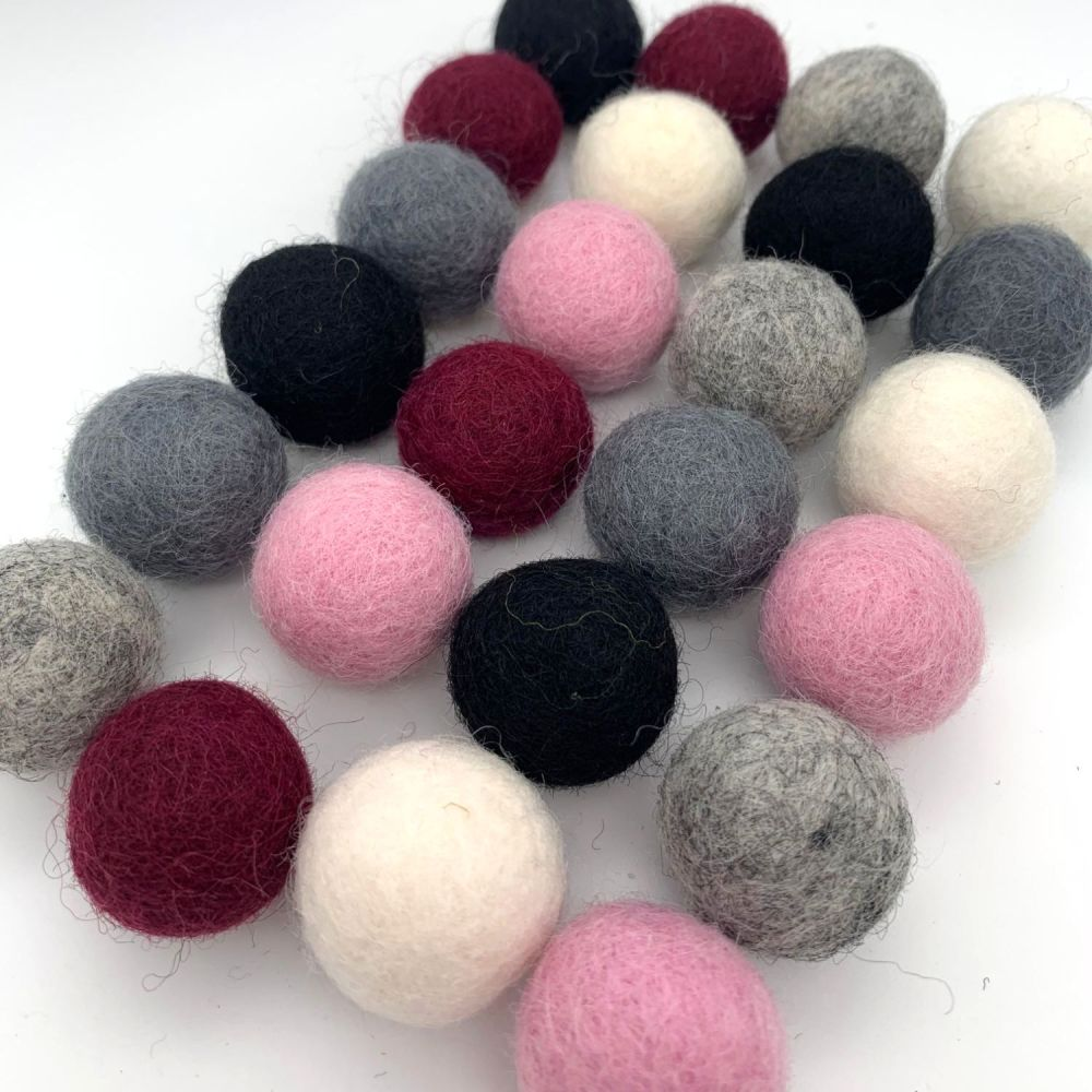 Dramatic Romance Wool Felt Balls Mix (24)