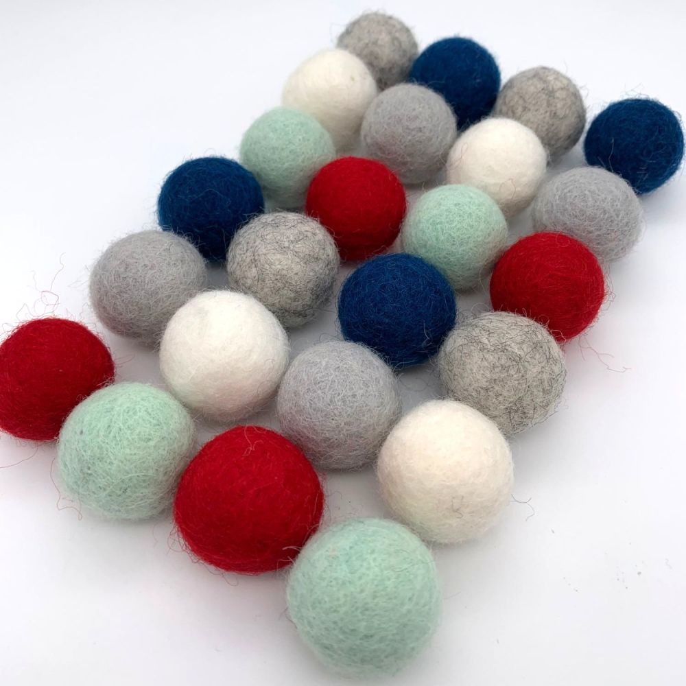 Frosty Christmas Wool Felt Balls Mix (24)