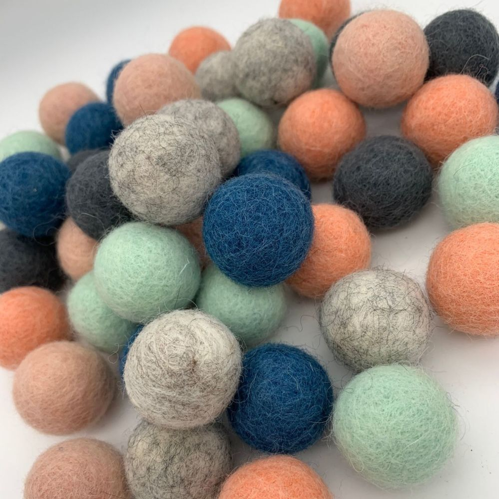 Retro Blush Wool Felt Balls Mix (24)
